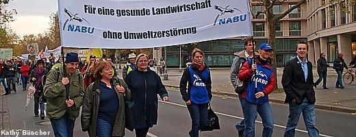 """Unter dem Motto: """"Wir haben es satt! Bürger und Bauern für eine neue, faire Agrarpolitik in Niedersachsen"""" demonstrierten 2.000 Bürger und Bauern in Hannover."""