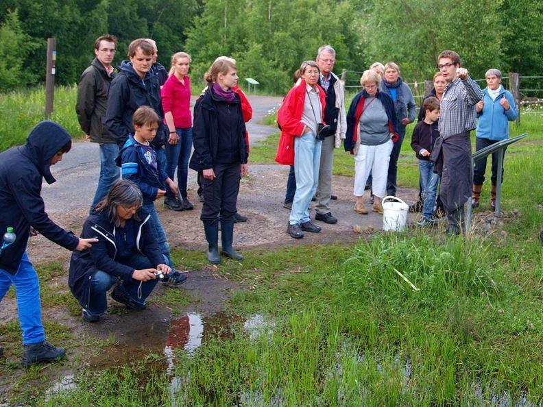 Eine der Exkursionen, die von Christian Höppner geleitet wird. - Foto: Kathy Büscher