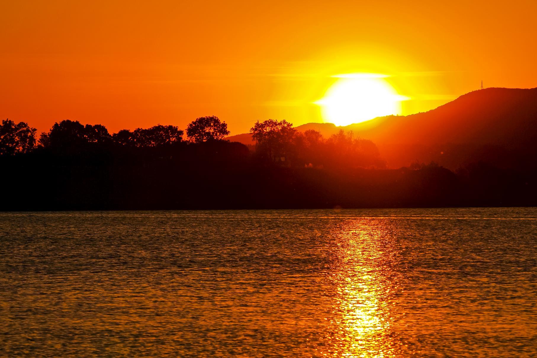 Ein farbenfroher Sonnenuntergang im Mai.