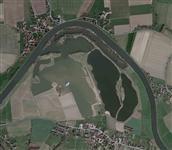 Die Auenlandschaft aus der Luftperspektive. Zu sehen ist die Weserschleife mit dem Abbaugebiet. Aufnahmedatum 4/2010 - Foto: Landkreis Schaumburg