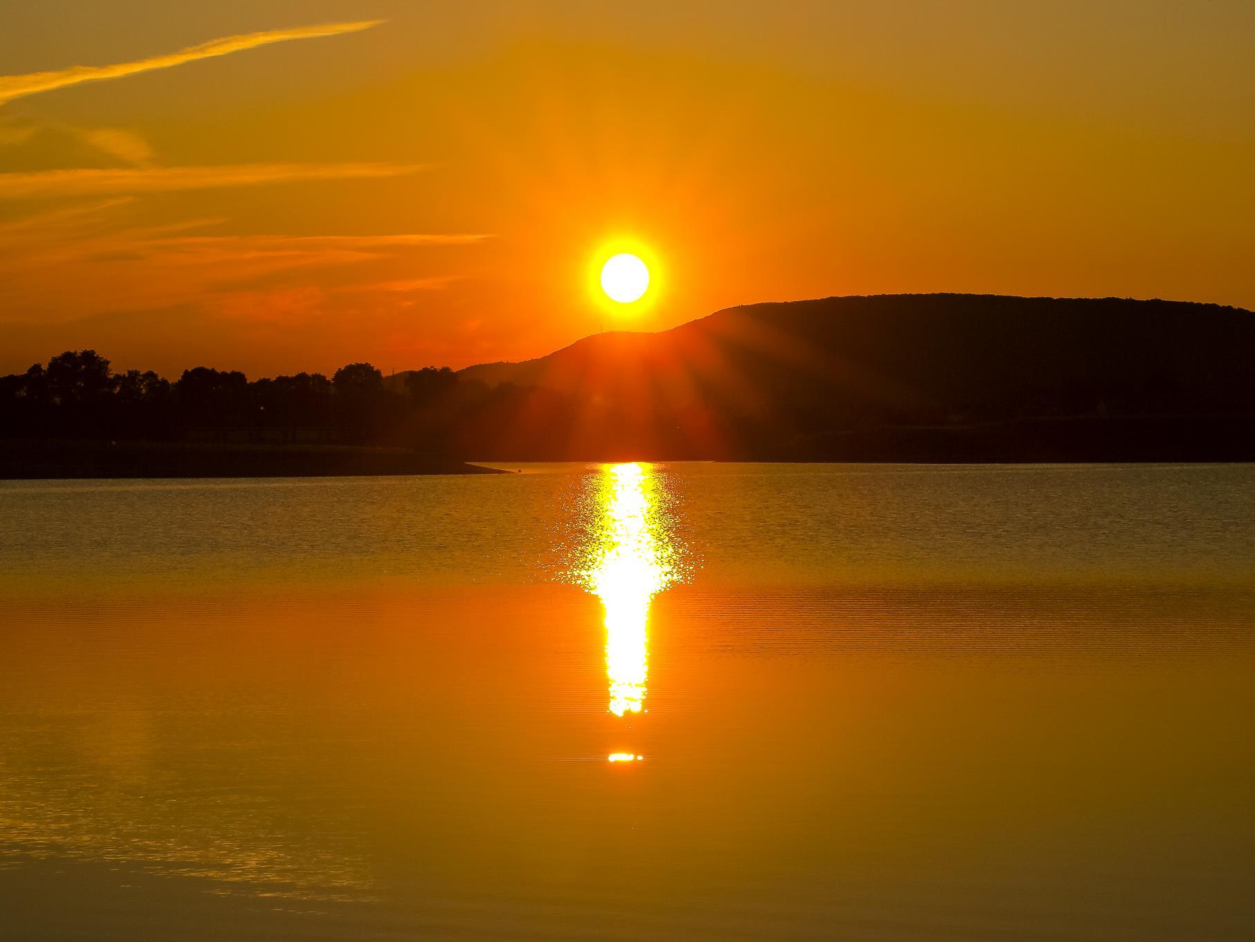 Sonnenuntergang an einem Juni-Abend.