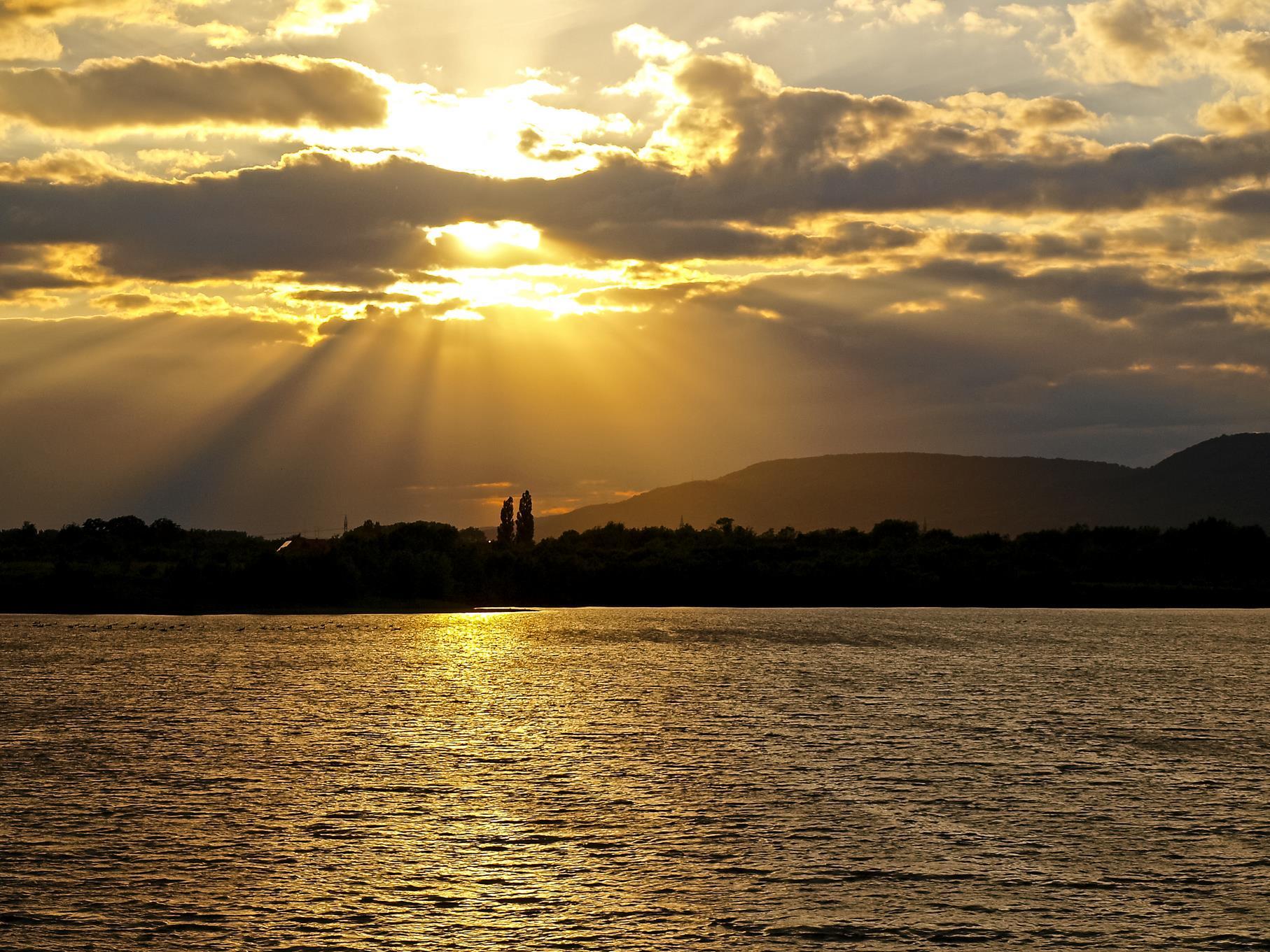 Lichtstrahlen am mittleren Teich.