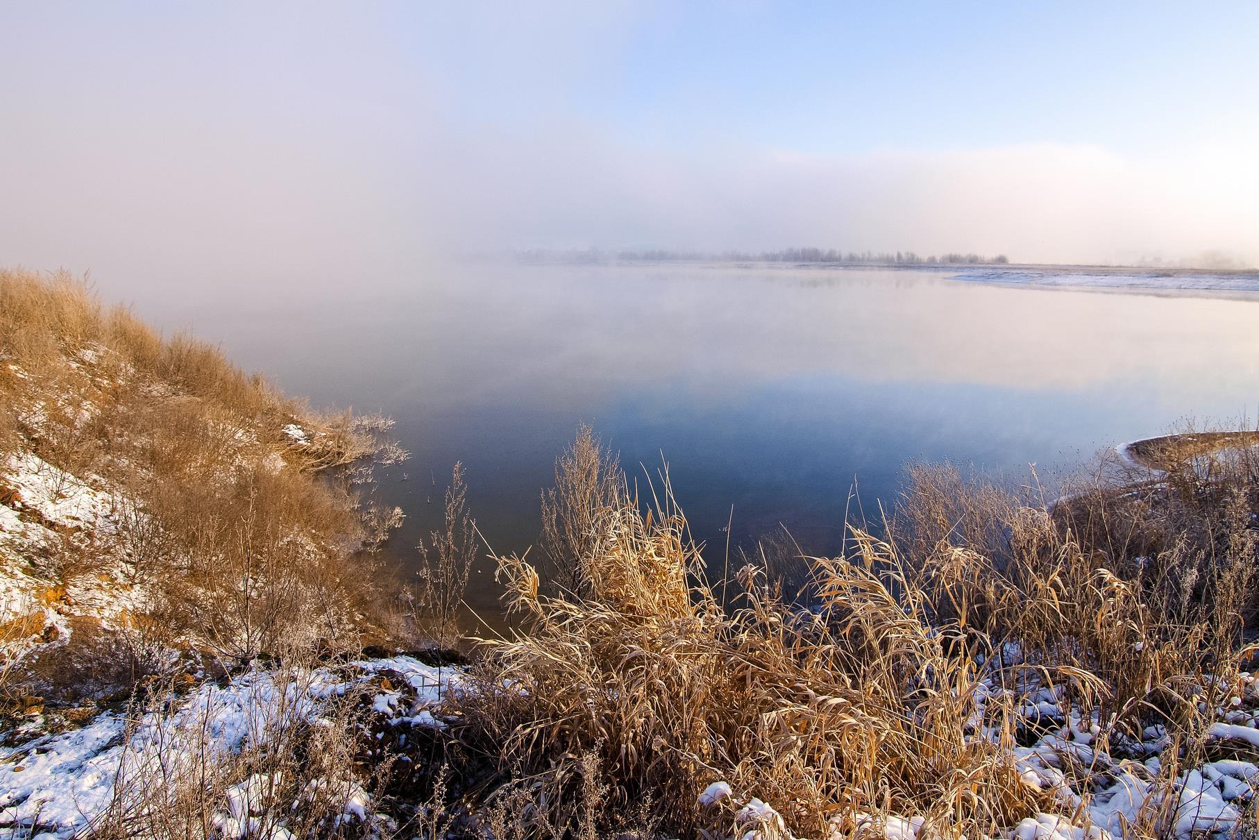 Nebel über dem westlichen Teich an einem Morgen im März.