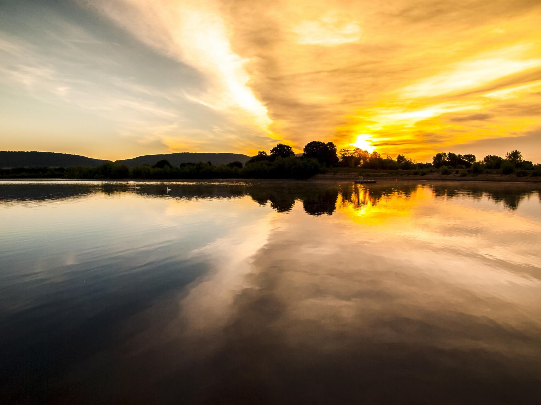 Morgendliches Farbenspiel am mittleren Teich.