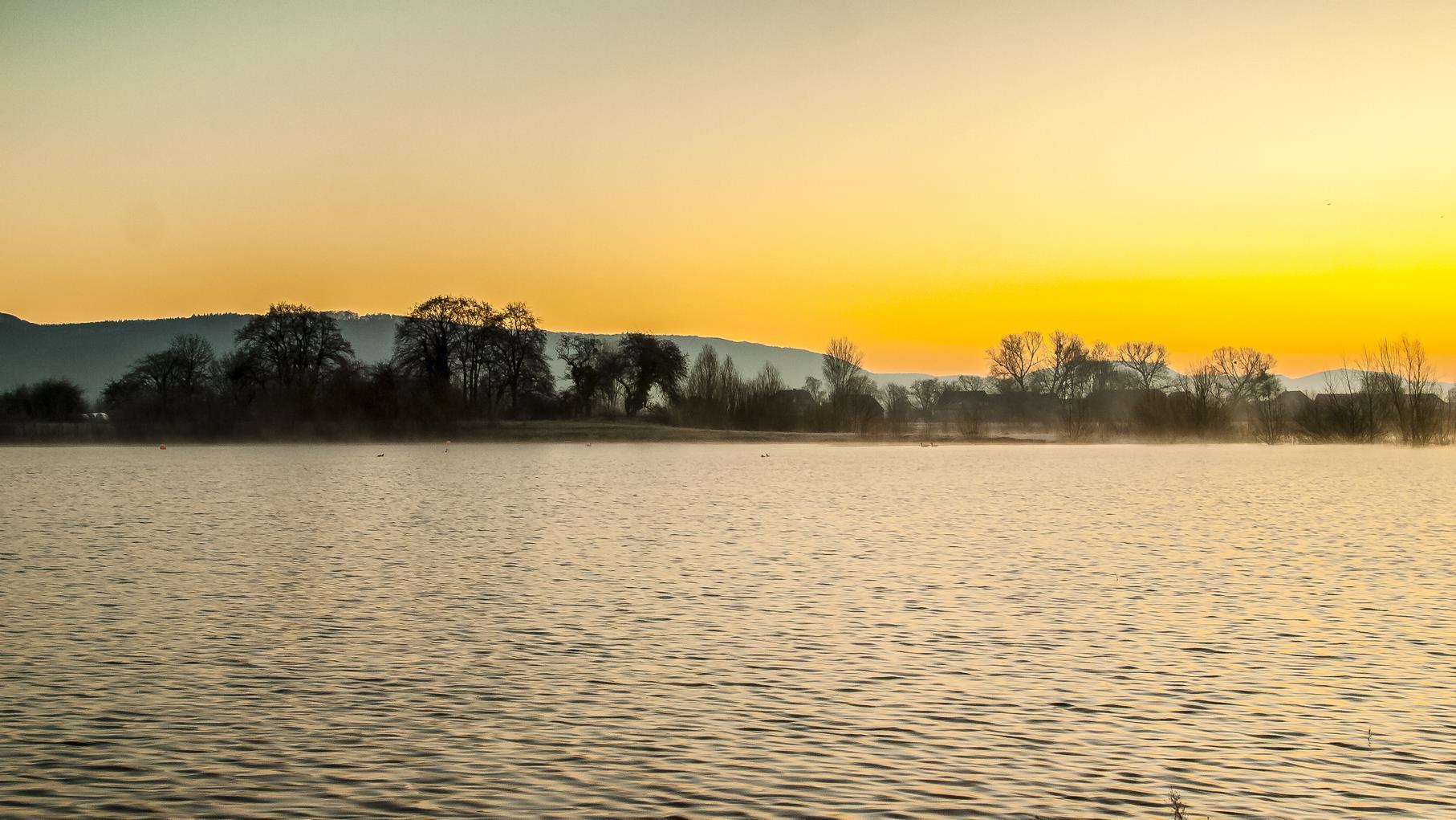 Sonnenaufgang bei Hochwasser, bei dem der Rundweg überspült wurde.