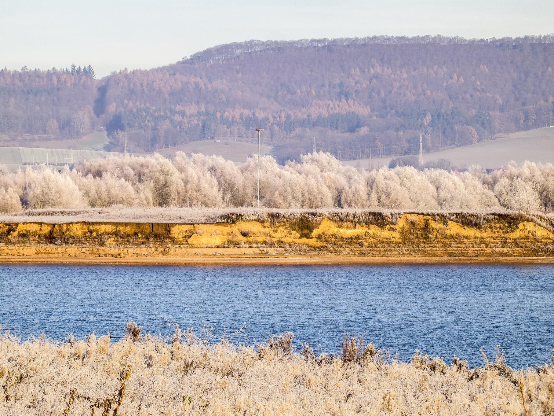 Der Winter hält Einzug in die Auenlandschaft.