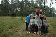Die Gruppe auf dem Gelände von Gut Sunder. - Foto: Britta Raabe