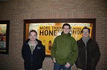 Imker und Naturschützer für den Schutz der Biene: Andreas Ostmeyer (von links), Dennis Dieckmann und Nick Büscher vor dem Metropol-Kino. - Foto: NABU