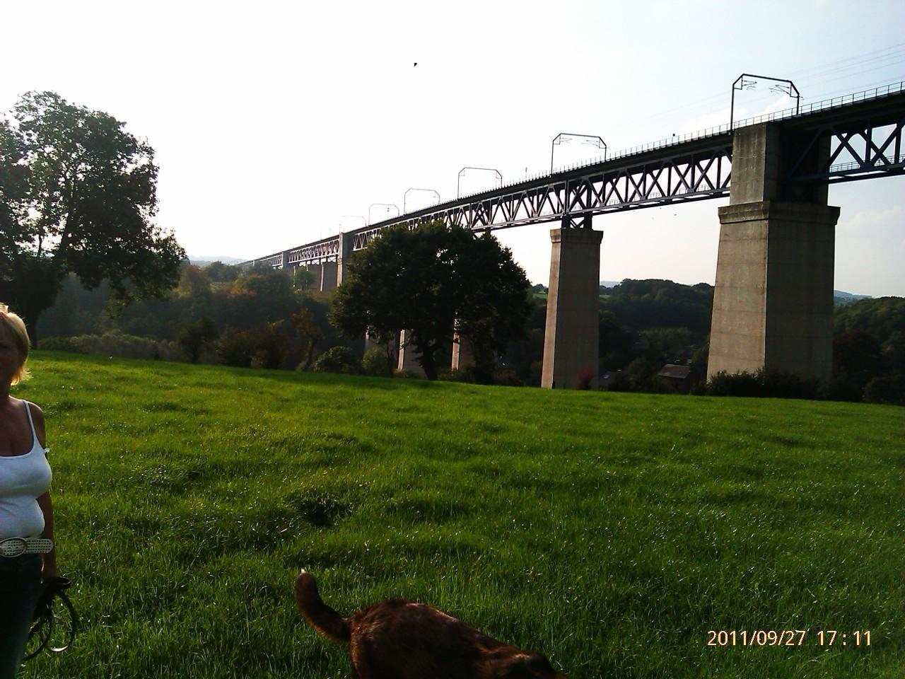 Berühmte Eisenbahnbrücke in Welkenrath