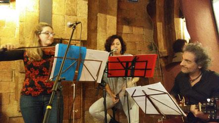 <<Poeçons>> a la Llupolia Núm. 8 D'esquerra a dreta: Laia Rius, Montse Gort i Xavi Túrnez