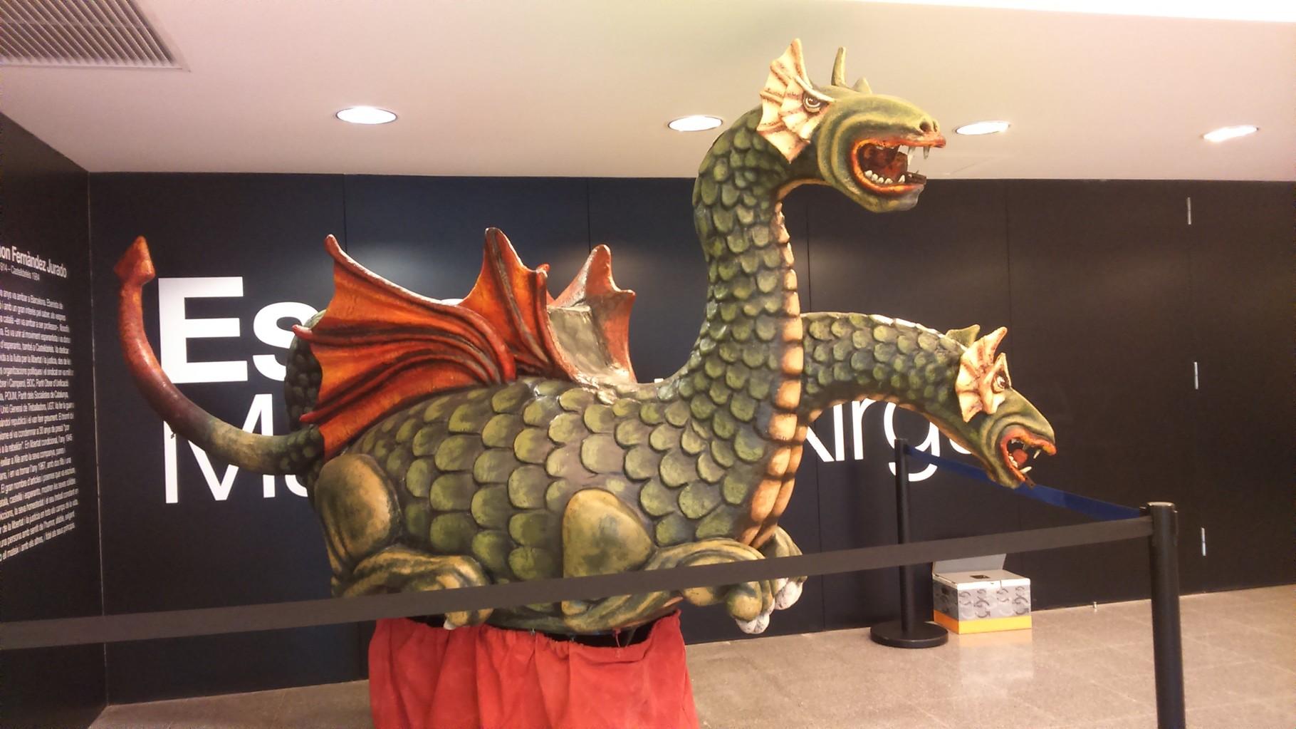 Drac de Sant Jordi al vestíbul de la Biblioteca