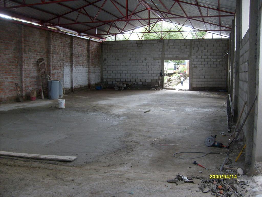 terminado el piso y techo del auditorio.