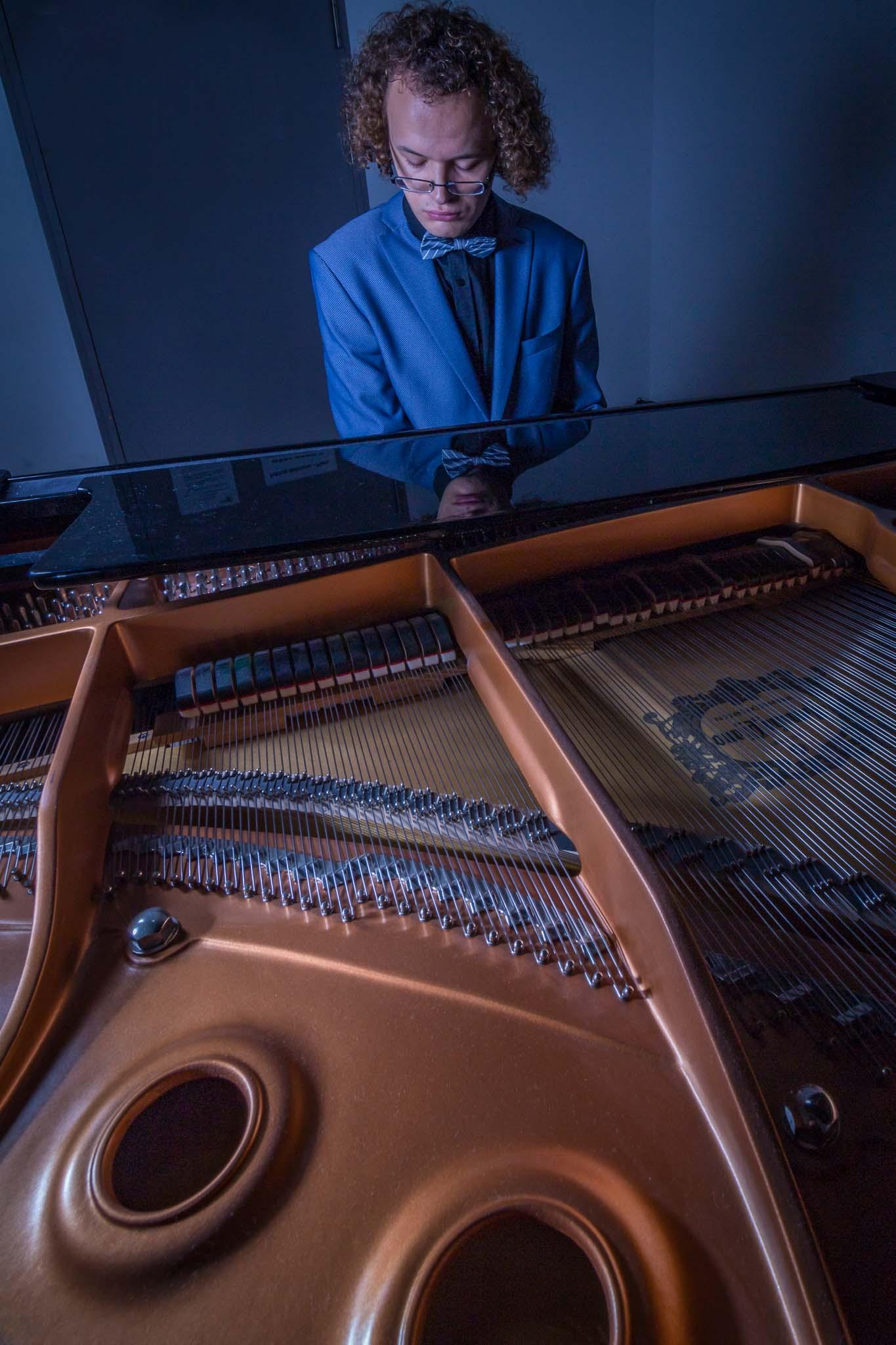 Portrait: Karl (offenes Piano)