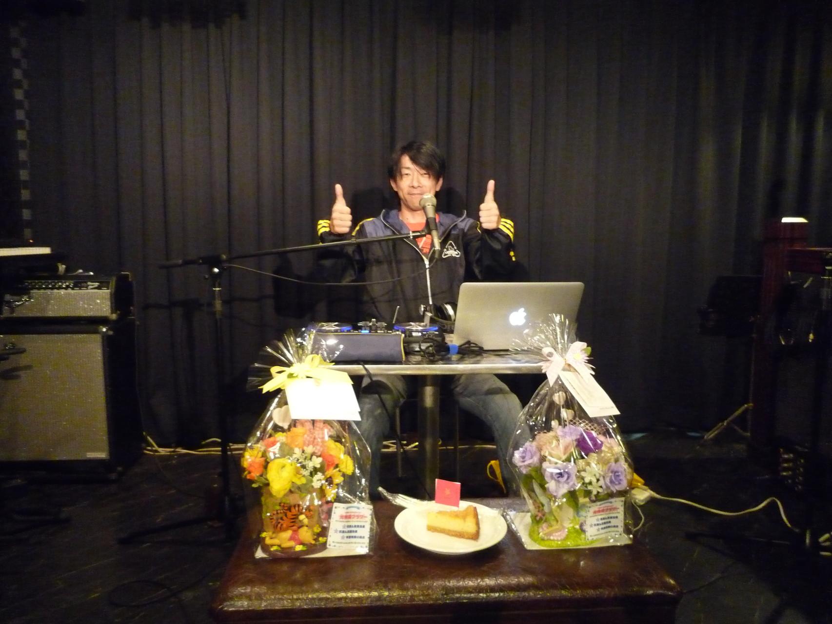 FM802 DJ浅井さんの楽しいトークとⅩの曲で盛り上がりました!