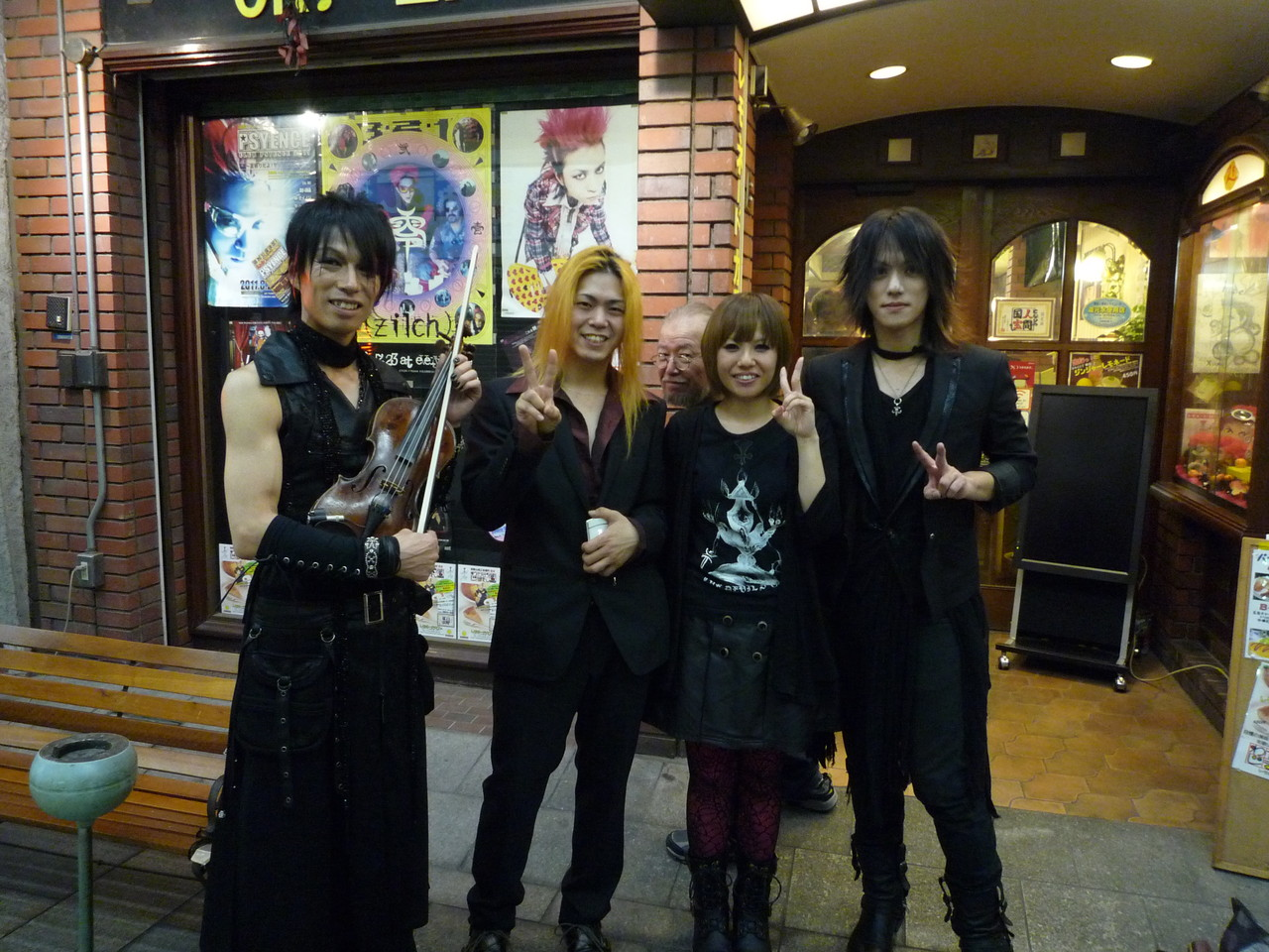 Take&YUSHI&MisukE&SHAVAZOで記念写真☆ マスターがどこかに隠れてますので探してみてください(^-^)