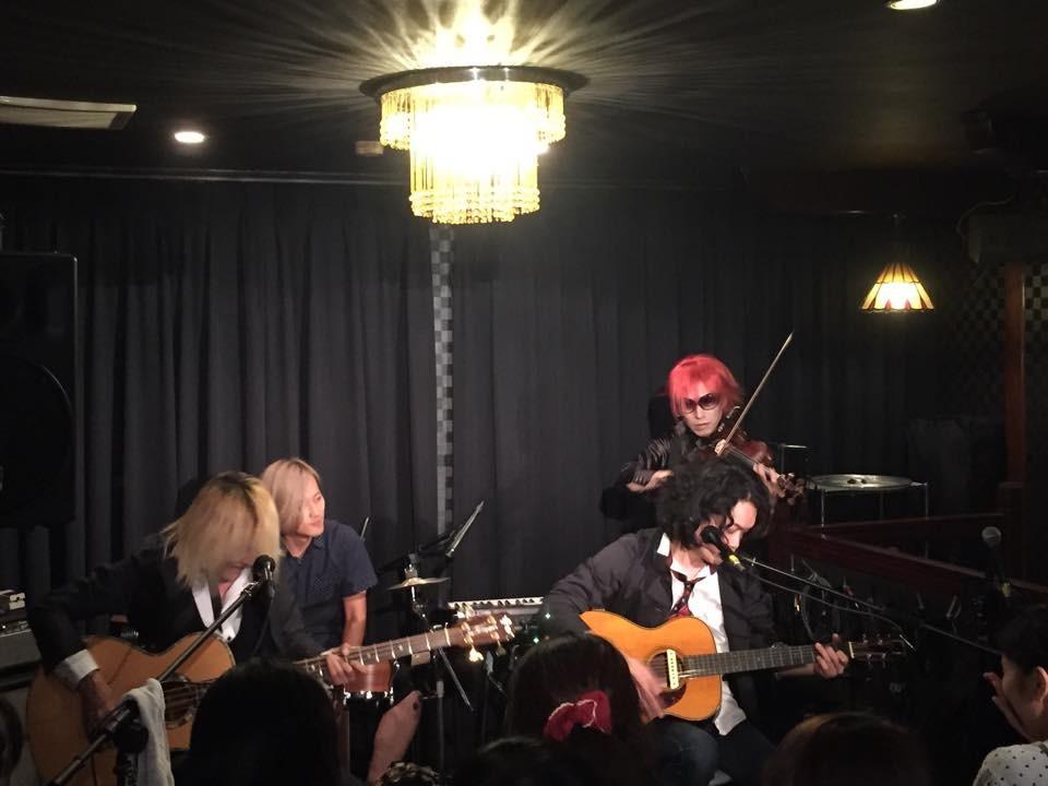 羊さん(Vocal & Guitar)HIROKIさん(Bass)Toshiさん(Percussion)
