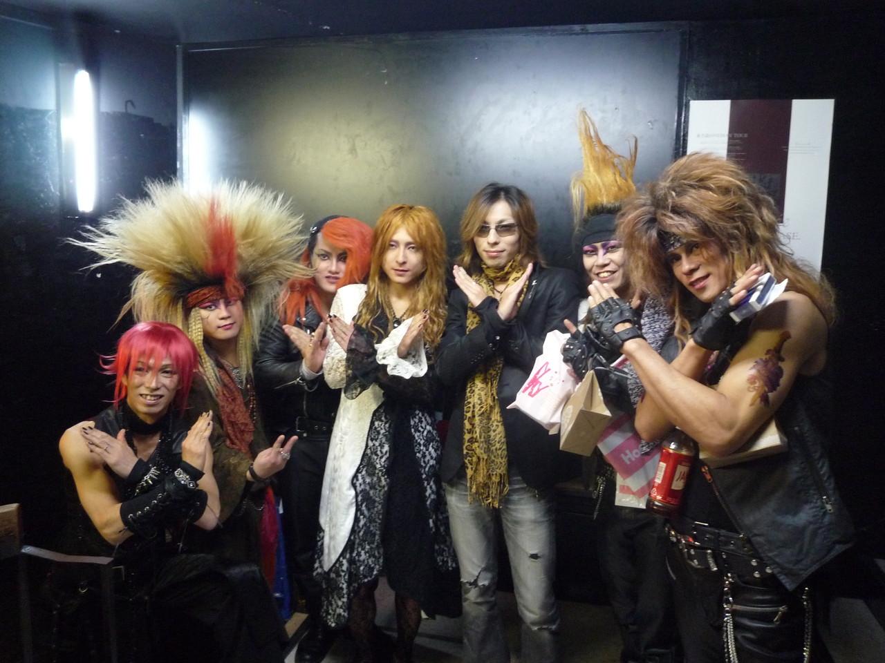 X-HIROSHIMAメンバー&SeveNのKoji さんと記念写真☆素晴らしいミュージシャンに出会えた事、心から幸せに思います!