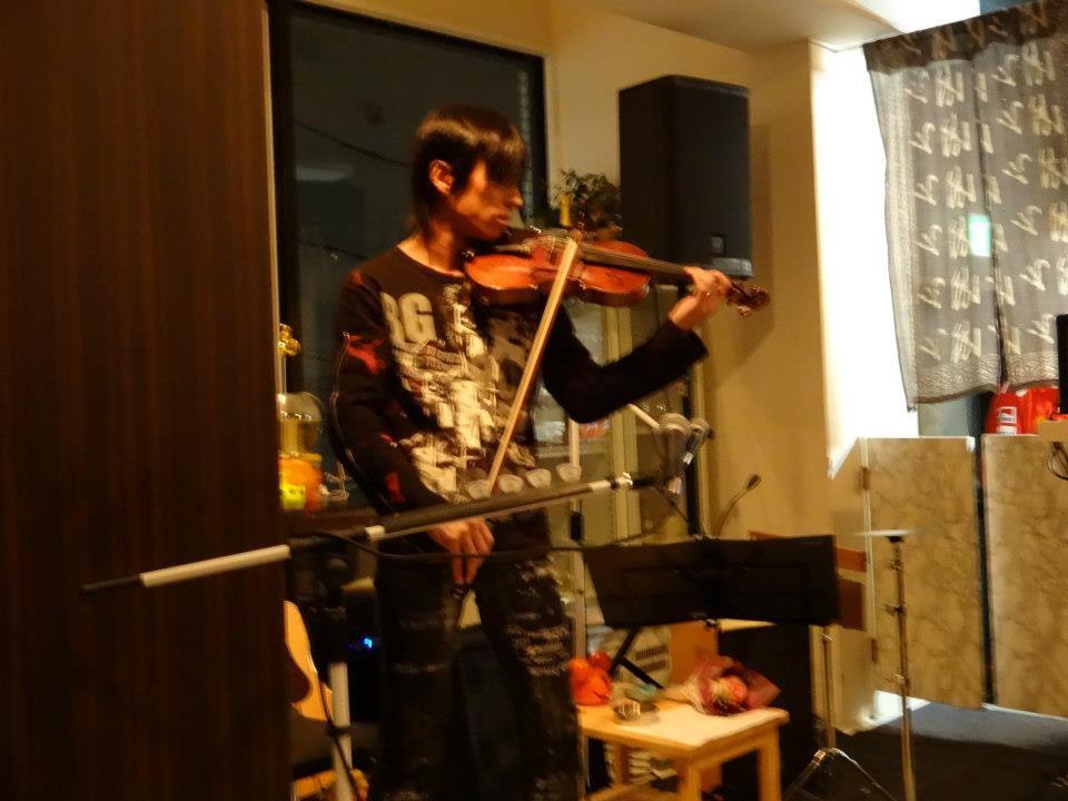 【Chirolyn Acoustic よろしく哀愁 tour 2012】サプライズオープニングアクトとして演奏しました♪