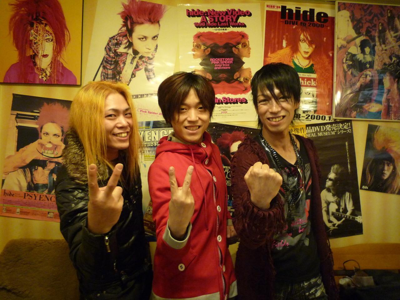 CUTTさん、YUSHIさん、Take 「じゃんけん・・・ぽん!」おっ!Takeの勝ち~\(^^)/