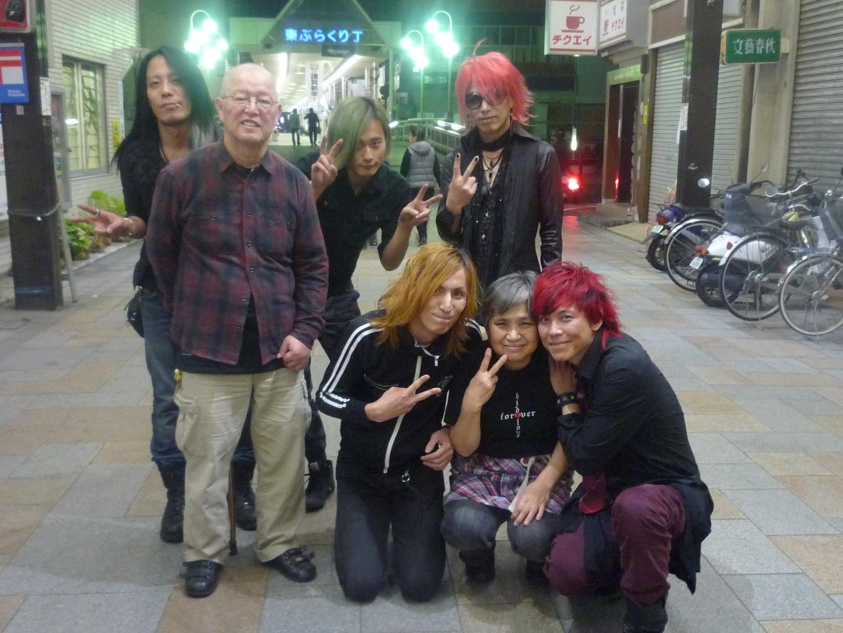 レモカフェマスター、お母さん、メンバーの皆さんと記念写真(^-^)