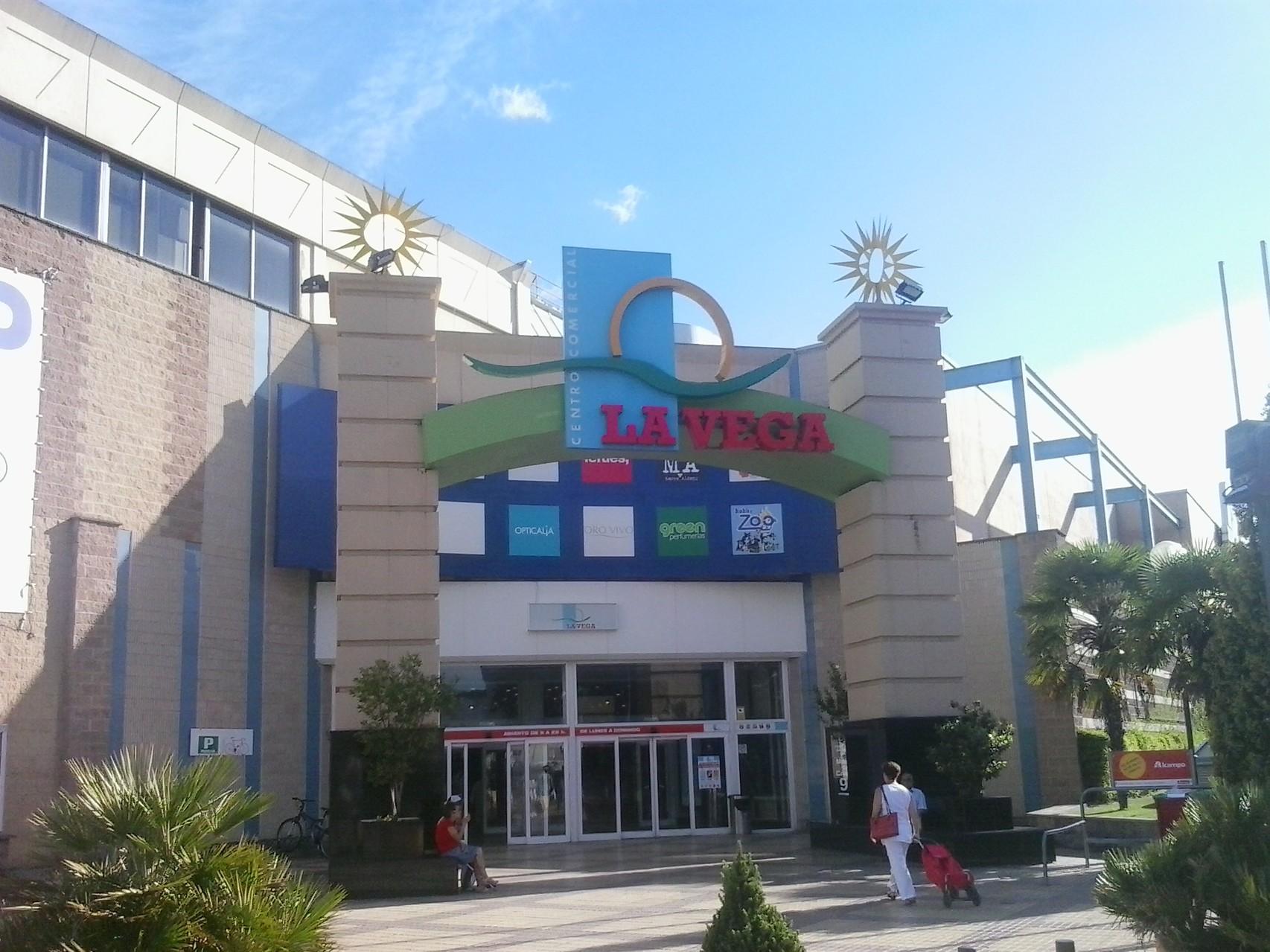 Centro Comercial La Vega (Alcampo)