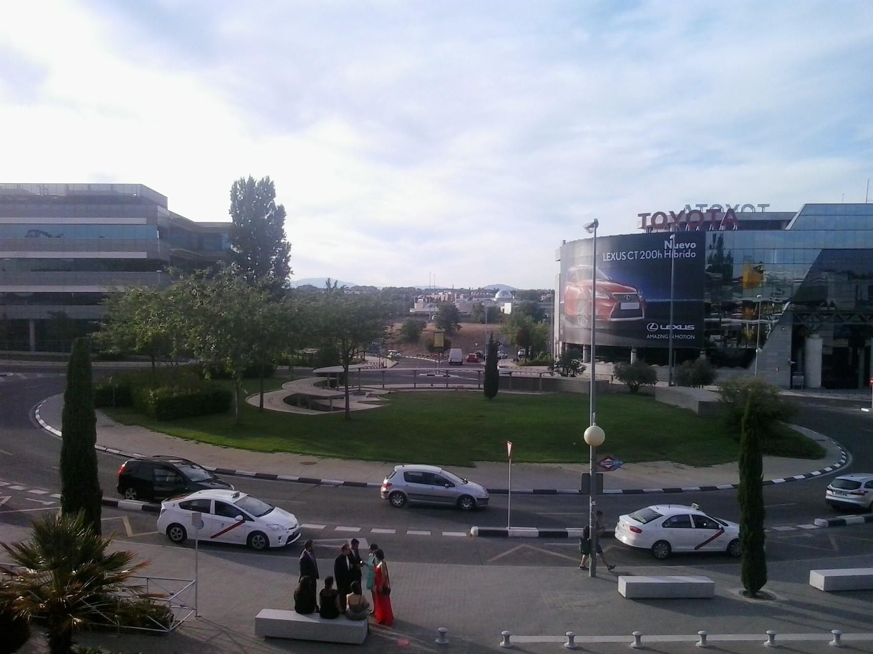 Desde Diversia se ve el Hotel al fondo central de la calle.