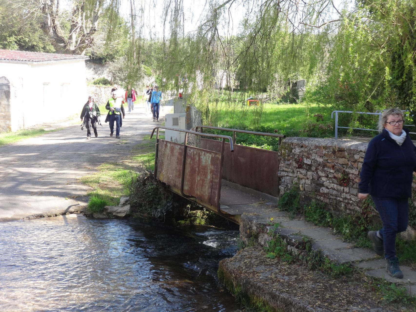 Entre le bas de Vieux et Amayé ... le pont pour les piétons