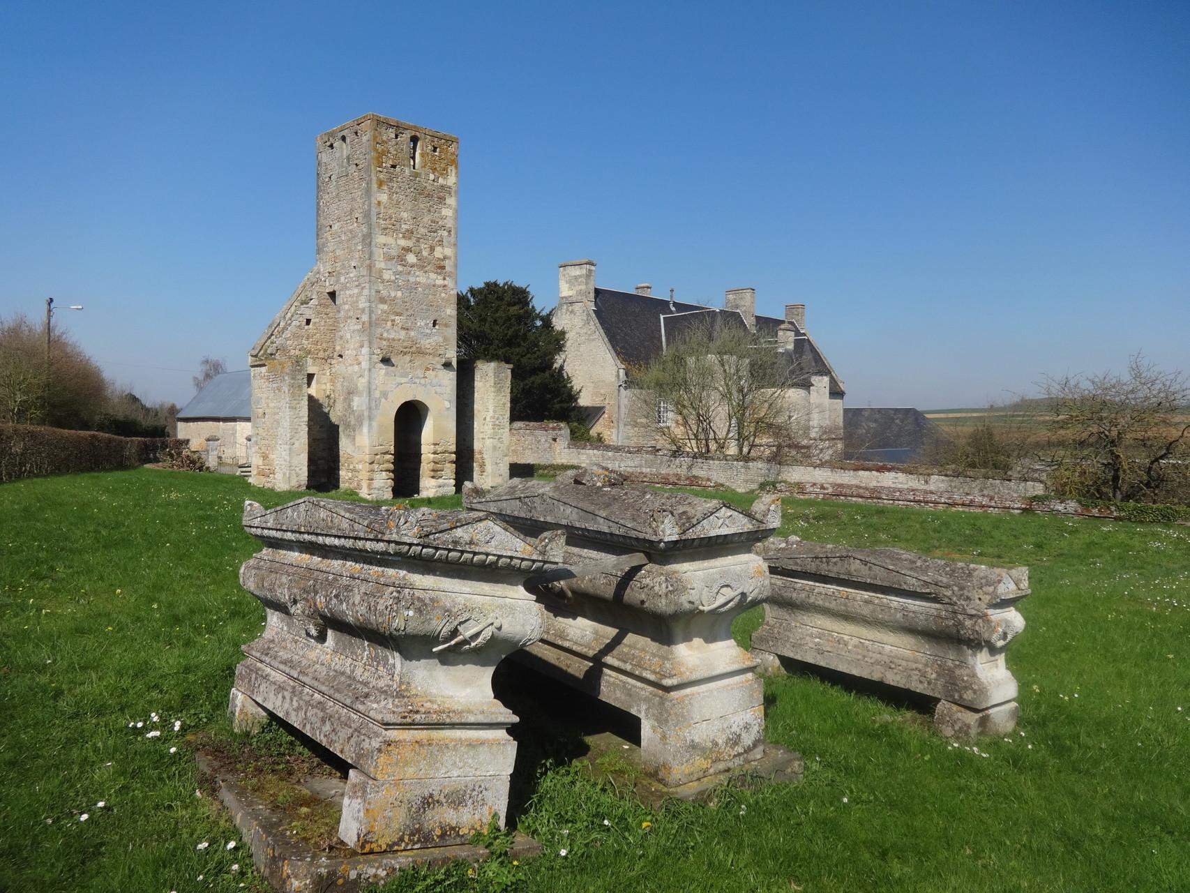 de retour à Avenay : Eglise de Fierville et Manoir de Fierville en arrière plan