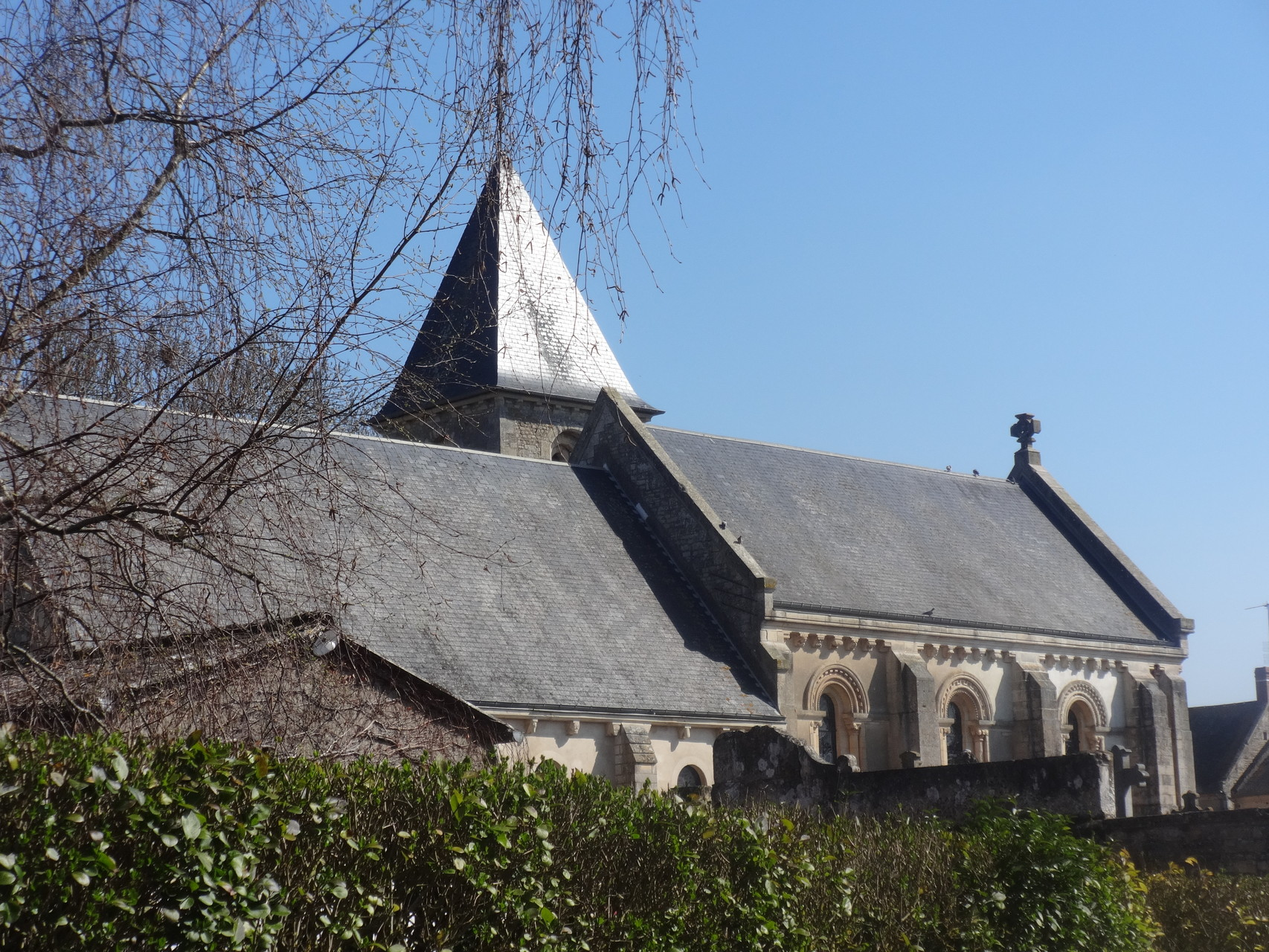 Arrivée à Vieux - vue sur l'église