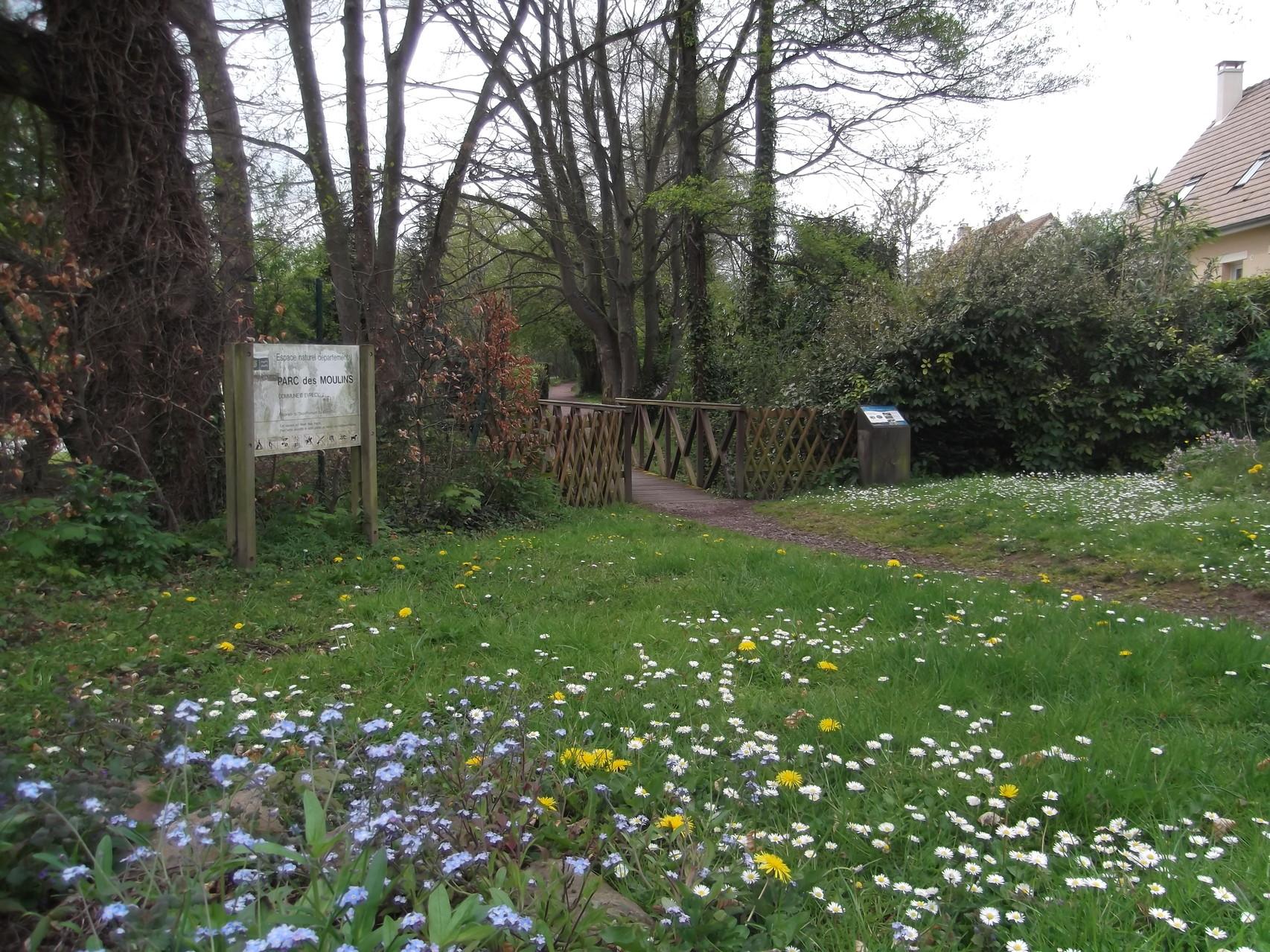 L'entrée du parc des Moulins