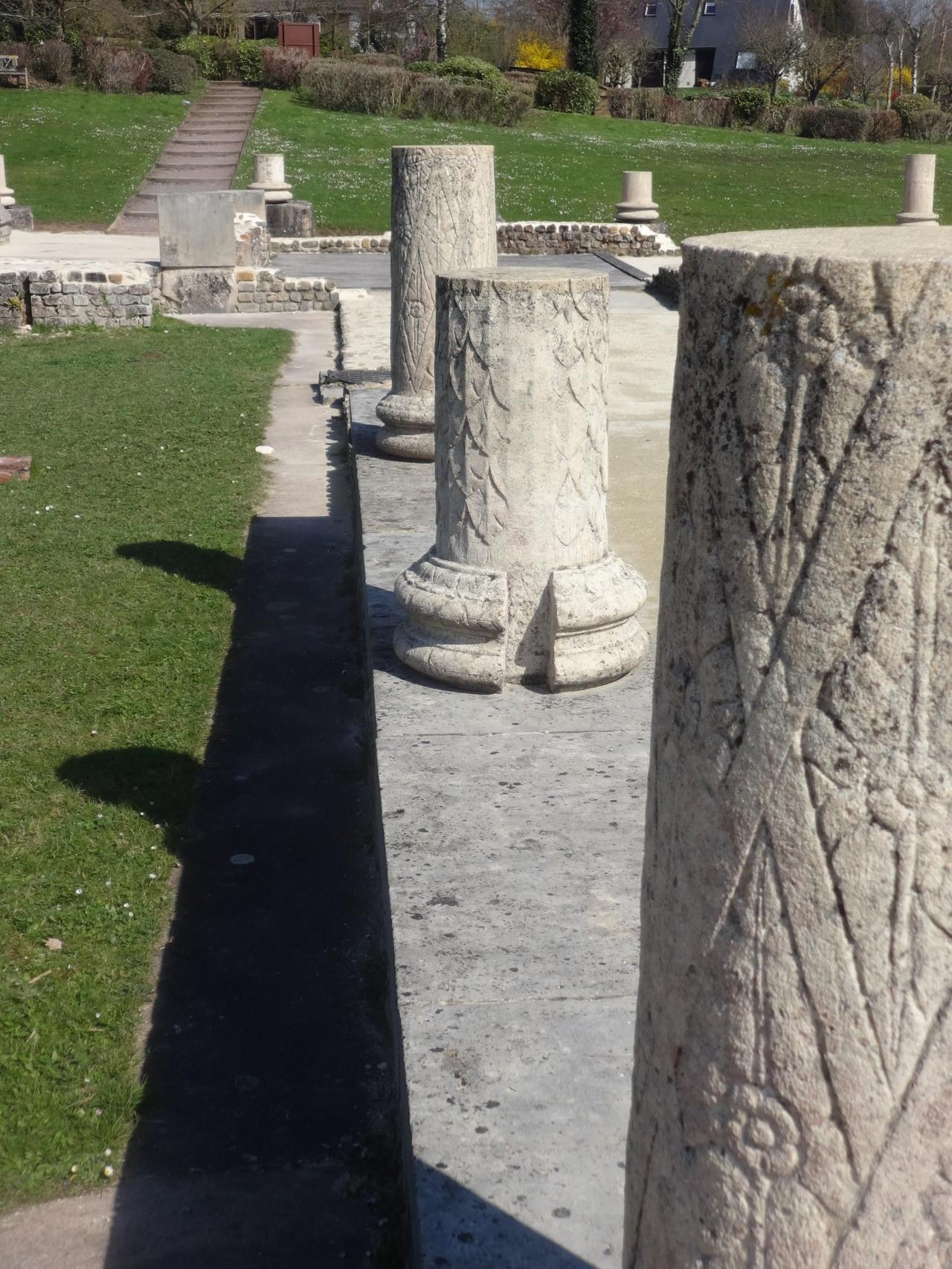 Les colonnes au premier plan