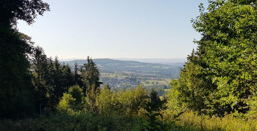 Hohe Hahnscheid Blick ins Limburger Becken bis in den Taunus