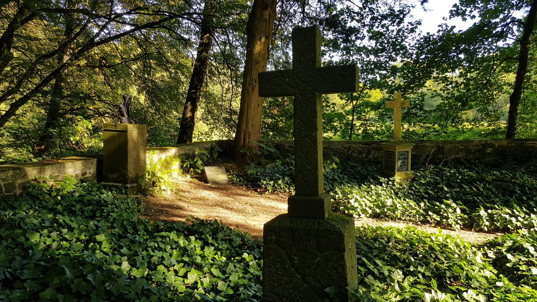Familienfriedhof der Familie Schneider am Ausgang der Großen Holzbachschlucht