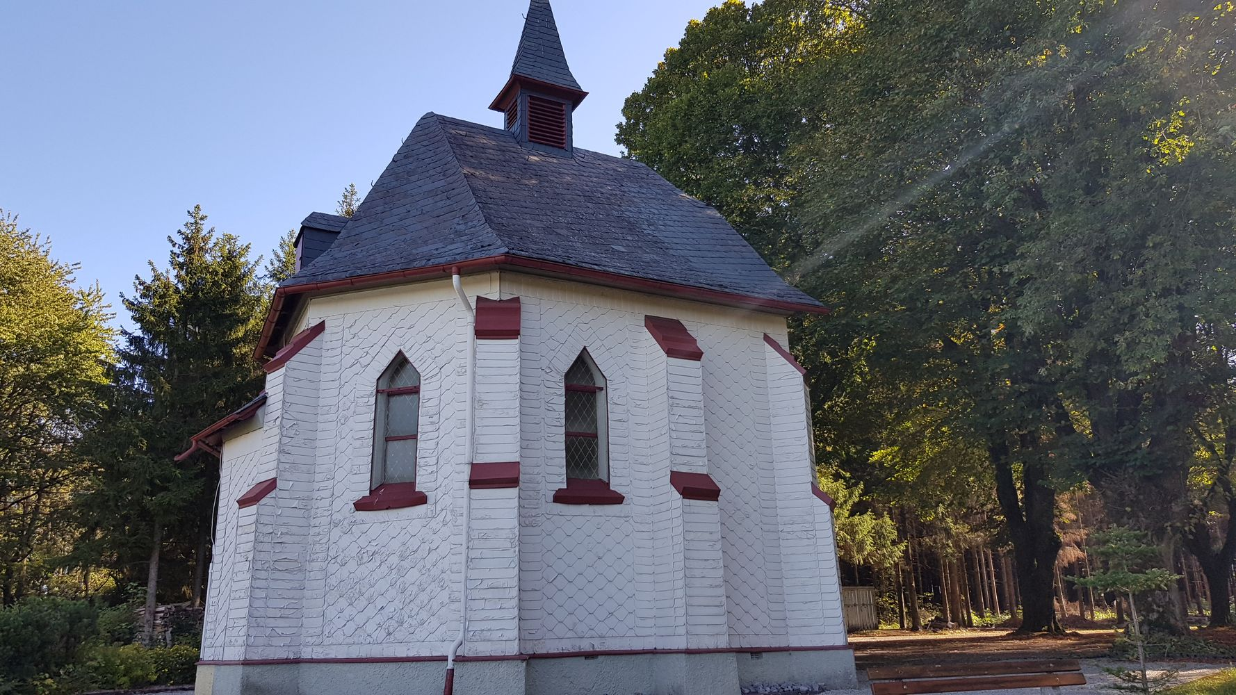 St. Michael-Josefs-Kapelle auf Veranlassung des Pfarres Michael Müller im Jahr 1903/04 errichtet