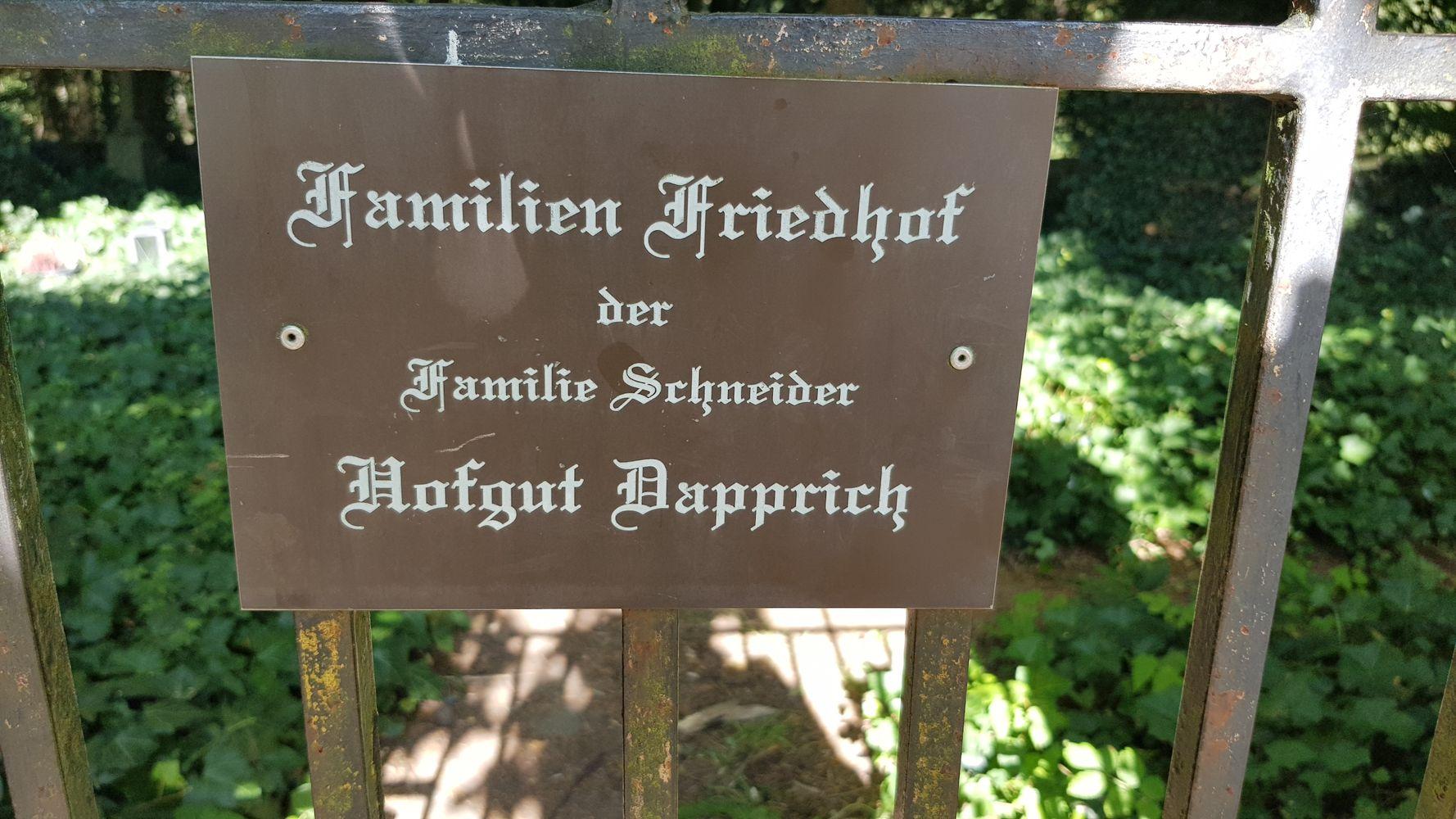 Der Familienfriedhof der Familie Schneider am Hofgut Dapprich