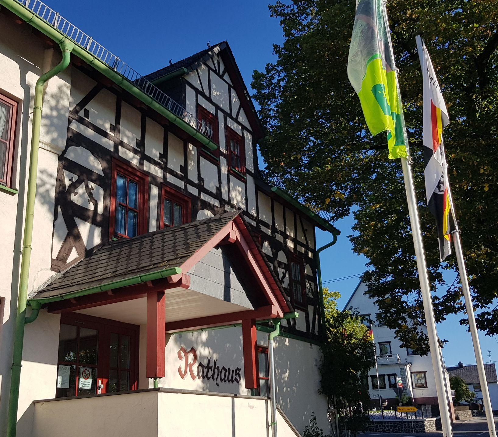 Start der Wäller-Tour Hohe Hahnscheid am Rathaus Irmtraut 10 Km u. ca. 320 Höhenmeter