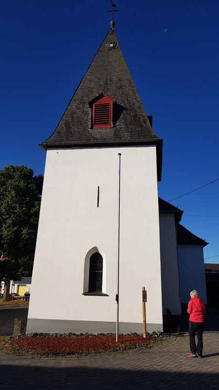 Wäller-Tour Hohe Hahnscheid - Kirche Irmtraut mit spätgotischem Kirchturm