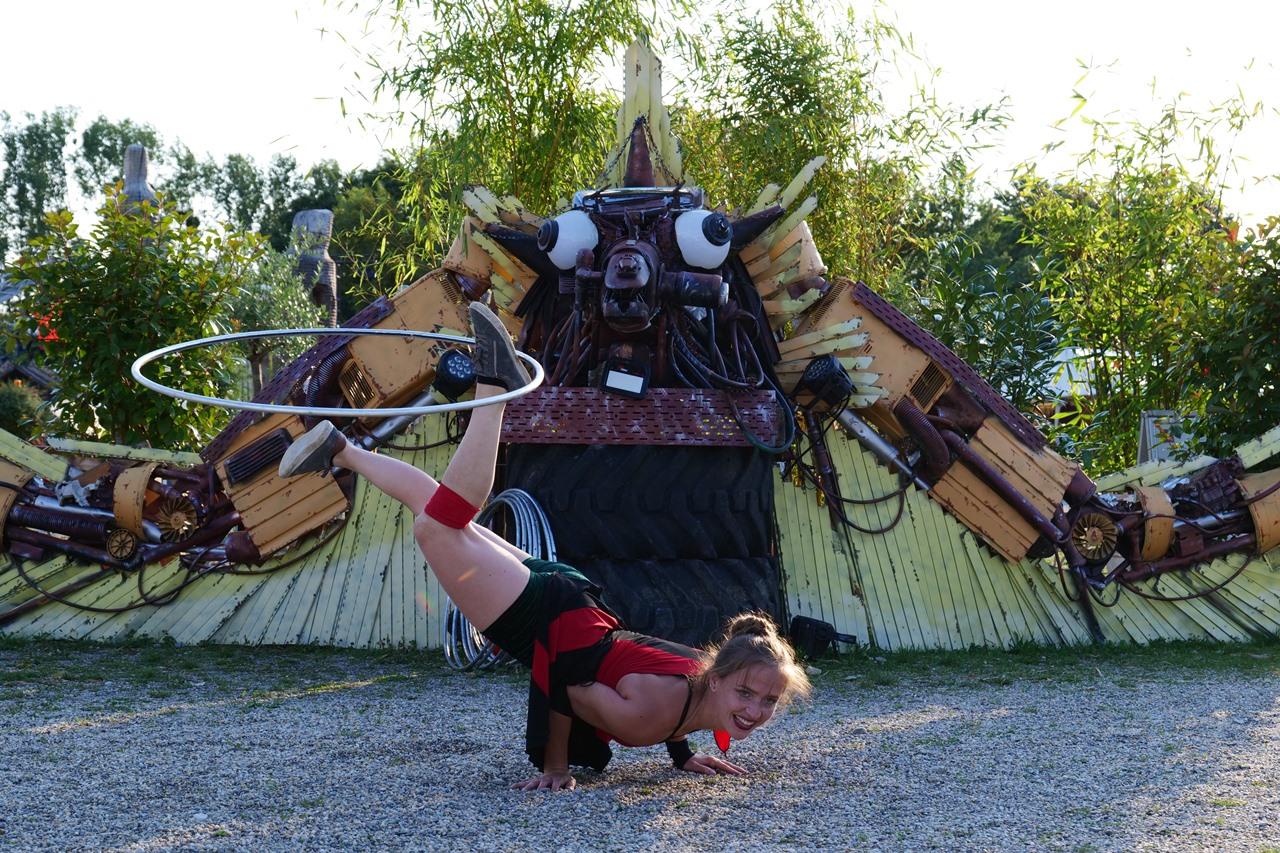 Hula Hoop Street Performances auf dem Tollwood in München