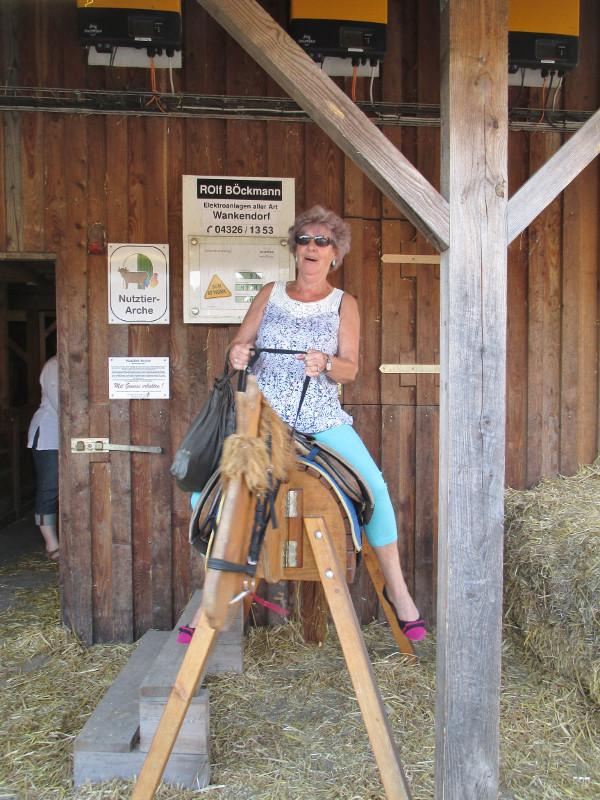 Marlies möchte reiten lernen