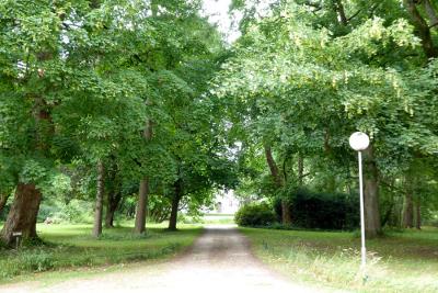 Zufahrt zum ehemaligen Herrenhaus