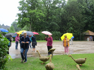 Ankunft im Regen beim Schloss Hagen in Probsteierhagen