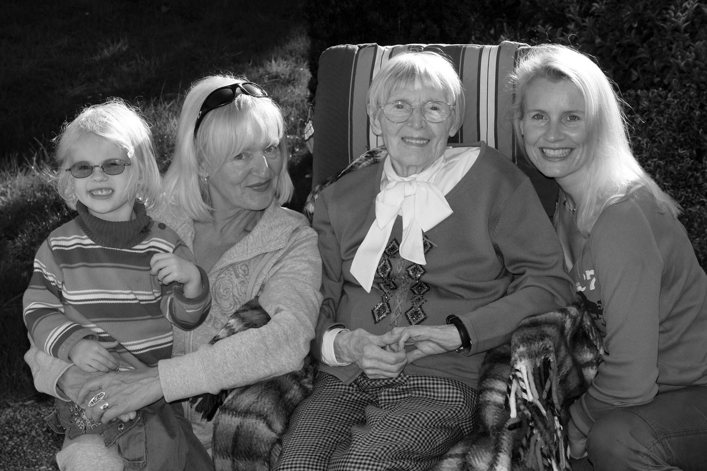 Vier Generationen: Ricarda, Almut, Charlotte, Kerstin