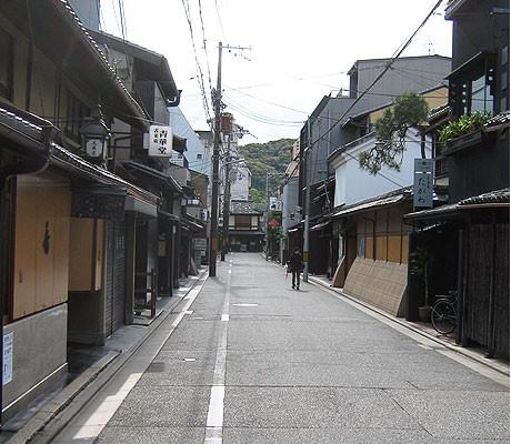 Shinmonzen Street front of Yoshi-Ima