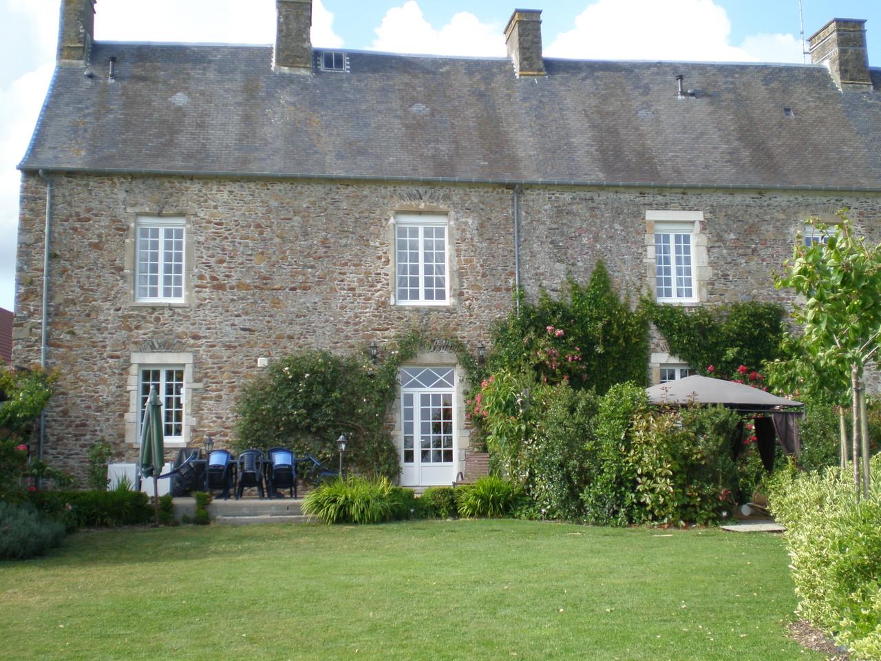 Jardin sud-location de vacances Millières