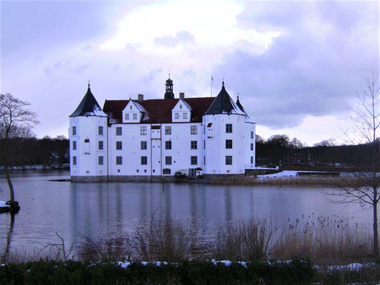 Glücksburg: Pittoreskes Wasserschloss an der Ostsee