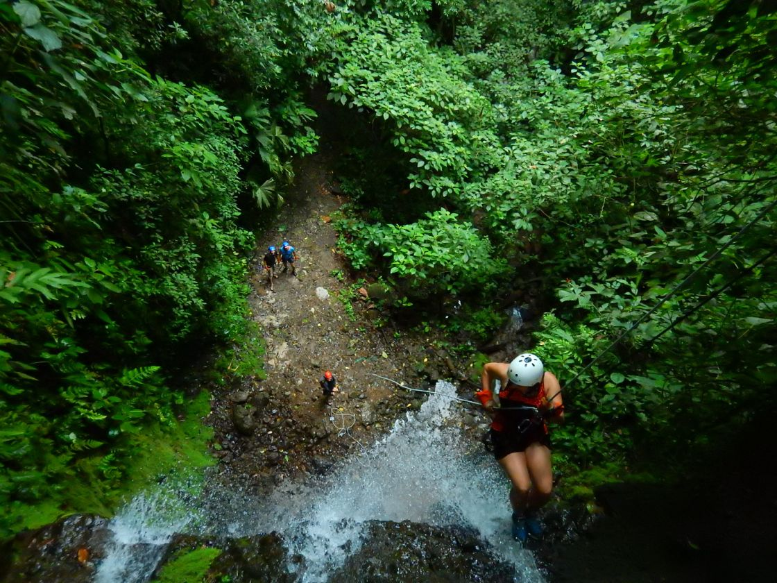 Canyoning in Costa Rica: Am Wasserfall abseilen in La Fortuna