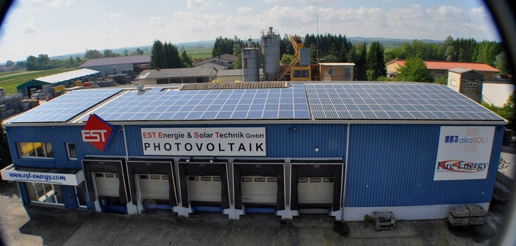 alkaSOL warehouse in Wallersdorf, Moosfürtherstrasse 82 / Bavaria - Photovoltaic modules facing towards north
