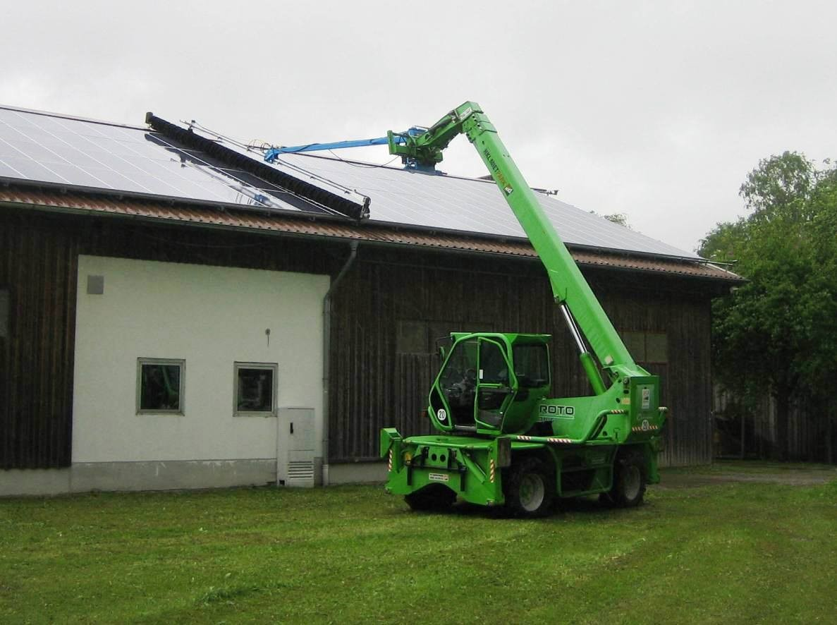 SunBrush mobile - panel cleaning with telescopic-handler