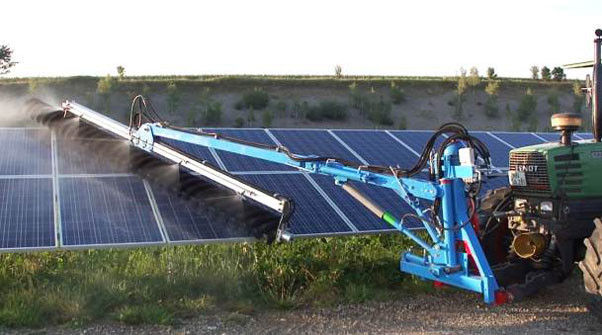 SunBrush mobile - cleaning on open land PV-park