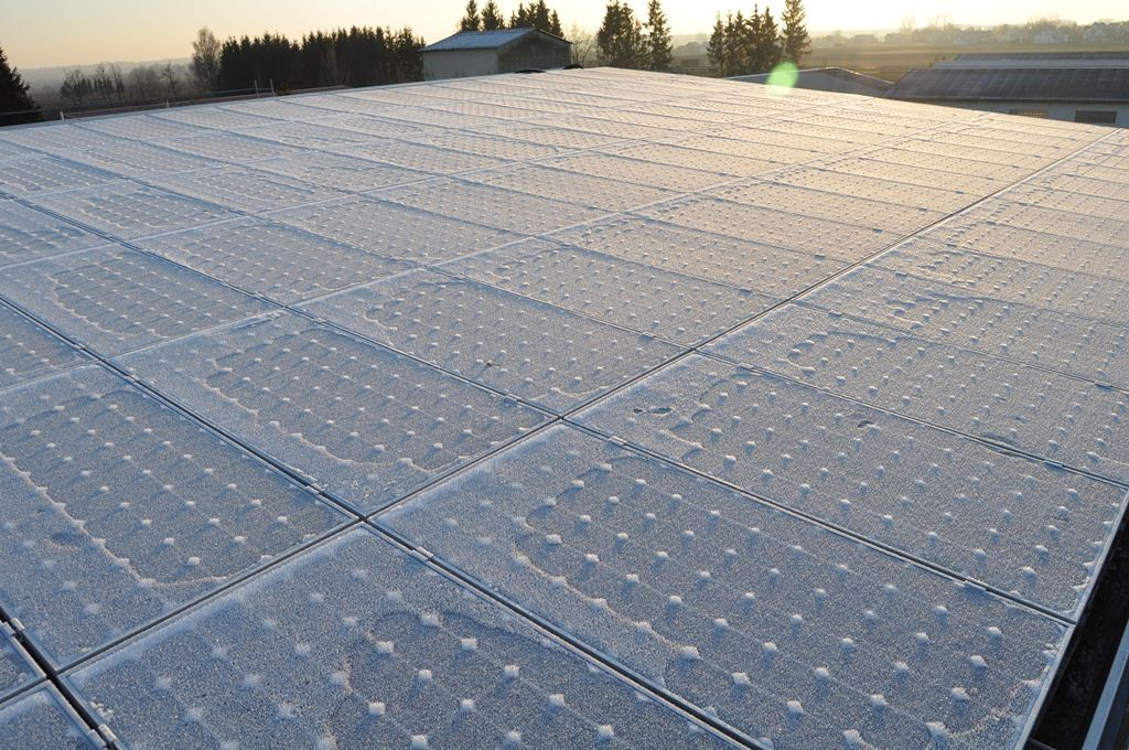 alka 82  -  alkaSOL warehouse  - hoarfrost on PV-modules